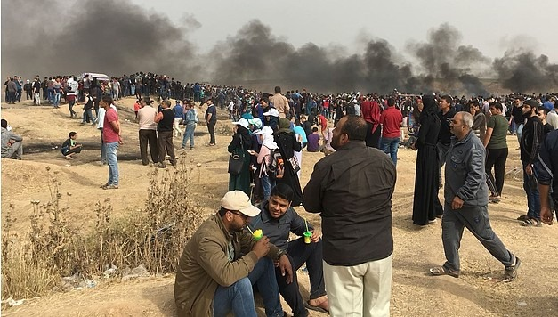 "The ""Great March of Return"" demonstration near the perimeter fence, east of Gaza city, 20 April 2018."