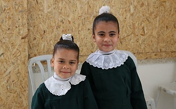 Afnan's daughters Remas (8) and Nour (6). © Photo by UNDP.