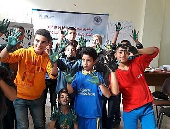 ילדים משתתפים בפעילות תמיכה פסיכו־חברתית שאורגנו על ידי המרכז הפלסטיני לדמוקרטיה וליישוב סכסוכים במסגרת המיזם
