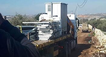 החרמת חומרים ששימשו לבניית שני מבנים במימון האיחוד האירופי בכפר אמריחה (נפת ג׳נין) ב־10 בינואר / צילום: הקהילה המקומית