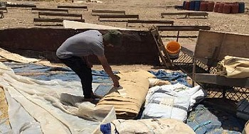 هدم ثلاثة مباني في خربة الراس الأحمر في غور الأردن في 2 أيار/مايو. تصوير مكتب الأمم المتحدة لتنسيق الشؤون الإنسانية ( أوتشا)