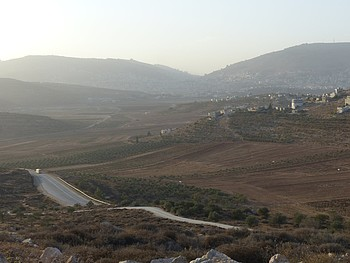 Nablus bypass road, November 2016. © Photo by OCHA