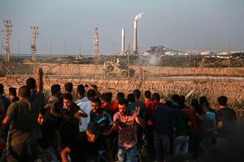 مظاهرات تشهدها غزة بمحاذاة السياج الحدودي، ما تزال مستمرة © - تصوير محمد دهمان