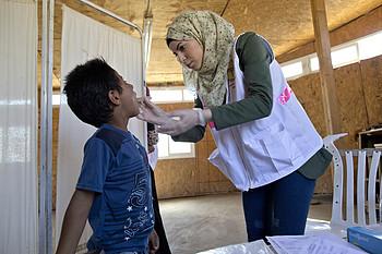 מרפאה שמפעיל ארגון הבריאות העולמי בקהילה הבדואית ח׳אן אל־אחמר אבו אל־חילו בנפת ירושלים / © צילום: אריק גורלן