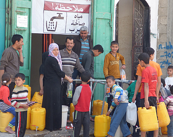 Water distribution point, Beit Hanoun. Photo by OCHA