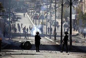 إشتباكات بين فلسطينيين والقوات الإسرائيلية في سياق مظاهرة إحتجاجًا على إعتراف الولايات المتحدة بالقدس عاصمةً لإسرائيل، بيت لحم، 12 كانون الأول/ديسمبر 2017
