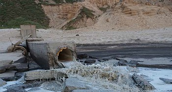 Untreated sewage flowing into the sea, Gaza 27 April 2017. © Photo by OCHA.