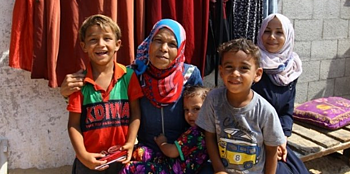 Miassar Zo'orb with family members, in front of their home. Photo by Secours Islamique France