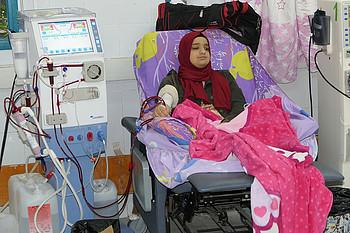 أمّنت زيادة إمدادات الكهرباء لياسمين أبو كاشف إستمرار الحصول على علاج غسيل الكلى الذي ينقذ حياتها، غزة، 11 كانون الأول/ديسمبر 2018 © - تصوير مكتب الأمم المتحدة لتنسيق الشؤون الإنسانية