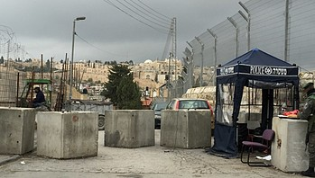 Police checkpoint in Ras Al Amoud neighbourhood of East Jerusalem, November 2015. © Photo by OCHA © Photo by OCHA