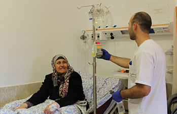 Siham al Tatari receving treatment at Augusta Victoria Hospital, East Jerusalem, January 2017. © Photo by OCHA.