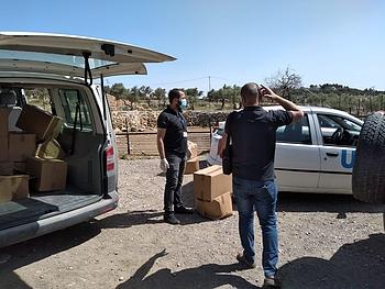 חלוקה סיוע של אונר״א לקהילה ב־4 במאי 2020. © צילום: אונר״א, עלי ח׳טיב / חיפא דיסי