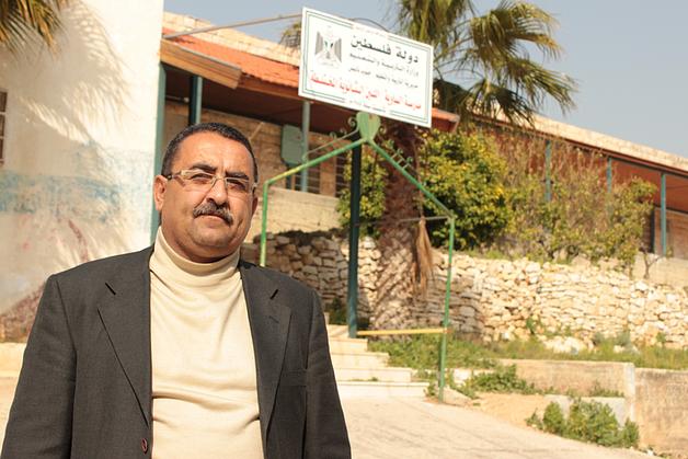 مدير في مدرسة قرية قرب نابلس
