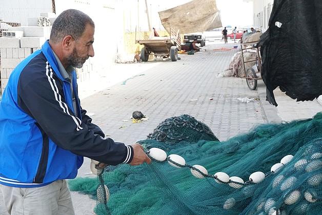 עבדאללה אל־עבאסי, דייג בן 53, עזה, יוני 2013. תצלום: משרד האו״ם לתיאום עניינים הומניטריים