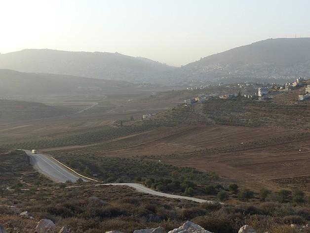 Nablus bypass road, November 2016. © Photo by OCHA