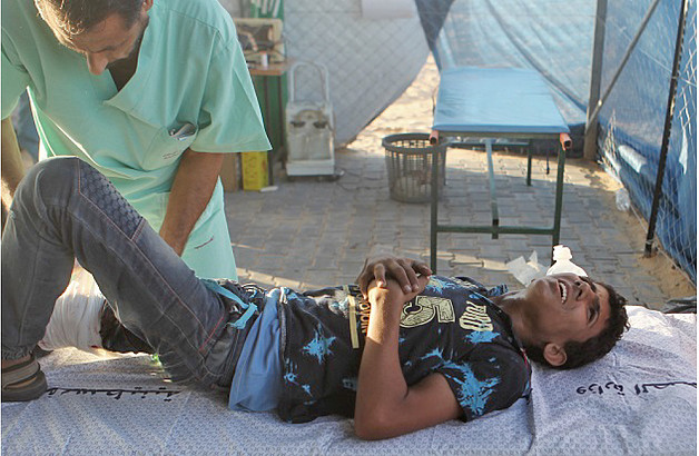 Patient is being stabilized at the Trauma Stabilization Point (TSP) in the field. © Photo Credit: WHO