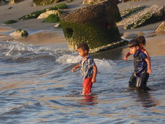 Polluted beach in Gaza city, June 2016. Photo by OCHA
