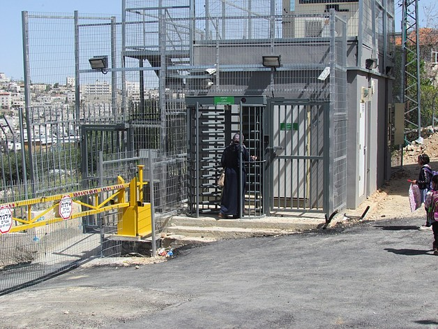 Checkpoint in the Israeli controlled area of Hebron city (H2). © Photo by OCHA