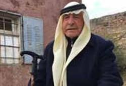 עבד אל־הודא שרייטה מחוץ לביתו שהוצת על ידי מתנחלים בשנת 2011 (דצמבר 2016)