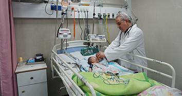 יחידת טיפול נמרץ בבית החולים אל־רנטיסי שבעזה, 30 בינואר 2018. תצלום: משרד האו״ם לתיאום עניינים הומניטריים