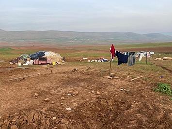 חפצים אישיים פזורים בשטח לאחר הריסות נוספות, חומסה אל־בקייעה, 8 בפברואר 2021. צילום: משרד האו״ם לתיאום עניינים הומניטריים בשטח הפלסטיני הכבוש