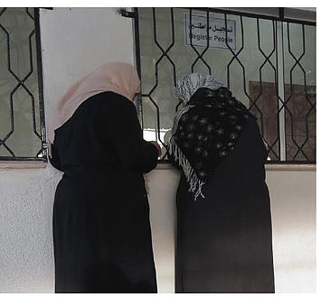 امرأتان فلسطينيتان تواجهان العقبات البيروقراطية في سياق الحصول على الرعاية الصحية بسبب الانقسام الذي تشهده الأرض الفلسطينية المحتلة