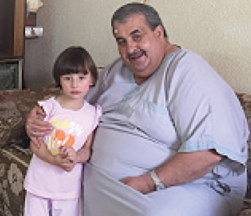 Mazen Qirresh and his granddaughter  in the old city house © Photo by OCHA