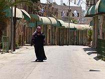 شارع الشهداء في المنطقة المغلقة من المنطقة الخاضعة للسيطرة الإسرائيلية في مدينة الخليل H2