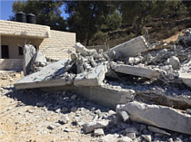 Demolition of under-construction home in Beit Ummar (Hebron), 3 October, 2019. Photo by OCHA