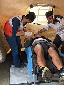 Medical trauma stabilization point next to tent demonstration camp east of Gaza city. ©  Photo by OCHA