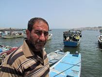 عبد الله صياد يبلغ من العمر 53 عاما من مخيم اللاجئين في شمال قطاع غزة