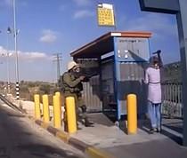 תחנת אוטובוס ליד חארס, נפת סלפית, 5 ביולי 2016