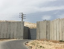 Main route connecting Az Za'ayyem village with East Jerusalem, May 2016. Photo by OCHA