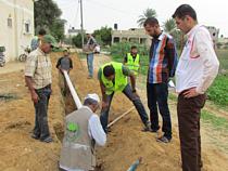 הנחת צינור מים חדש בעבסאן אל־כבירה / © צילום: Première Urgence Internationale