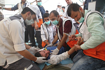 Health personnel giving first aid to those injured east of Khan Yunis, 4 May 2018. © Photo credit: WHO.