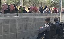 Gilo checkpoint between Bethlehem and Jerusalem, third Friday of Ramadan, 1 June 2018. Photo by OCHA.