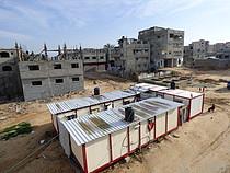 קרוואנים שניתנו למשפחות שנעקרו ומבנים בשיקום בשכונת א־שג׳עייה בעיר עזה, ינואר 2016 / © צילום – משרד האו״ם לתיאום עניינים הומניטריים