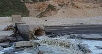 مياه صرف صحي غير معالجة تتدفق إلى البحر، غزة، 27 نيسان/أبريل 2017. © تصوير مكتب تنسيق الشؤون الإنسانية