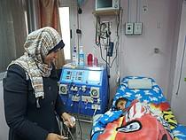 يحيى، مريض كلى في مشفى الرنتيسي، شباط/فبراير 2018  © - تصوير مكتب الأمم المتحدة لتنسيق الشؤون الإنسانية (أوتشا)