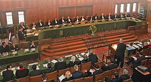 وذكرت محكمة العدل الدولية أن مقاطع من مسار الجدار داخل الضفة الغربية بما فيها القدس الشرقية انتهكت التزامات إسرائيل بموجب القانون الدولي