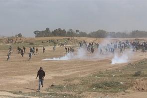 Clashes near the Gaza perimeter fence, east of Al Bureij camp, 30 March 2018. © Photo by Ahmad Nofal