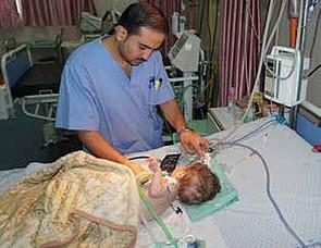 تشغيل حضَّانة للمواليد في مستشفى الرنتيسي بالمولدات الاحتياطية، مدينة غزة، تموز/يوليو 2017