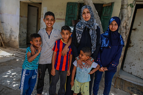 """""""Finally, we could eat real food!"""" With the help Intisar received, she could start providing her family with varied, healthy food. Photo by Mohamed Reefi for CRS"""